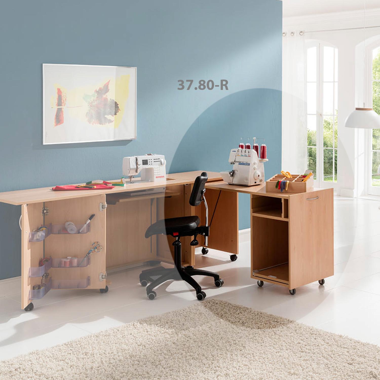 Kombination aus Möbeln der BASE-Serie in Buche Style Natur.