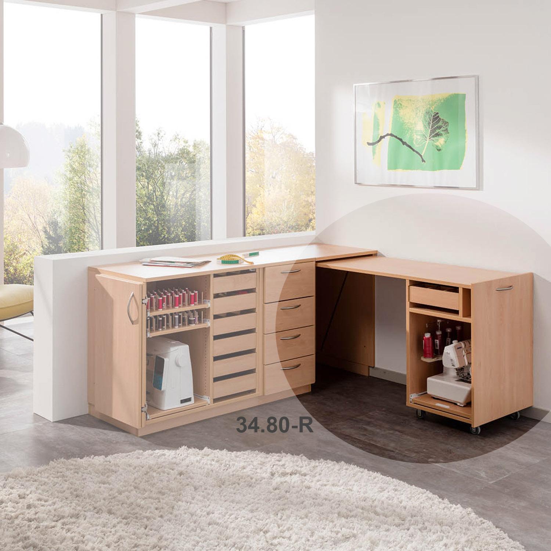 Die Kombination aus Möbeln der STACK-Serie bietet viel PLatz.