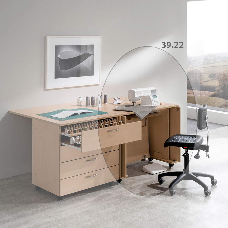 Die Kombination New York besteht aus dem EXTEND-Nähmöbel 39.22 und einem 4-Schubladen-Rollschrank.