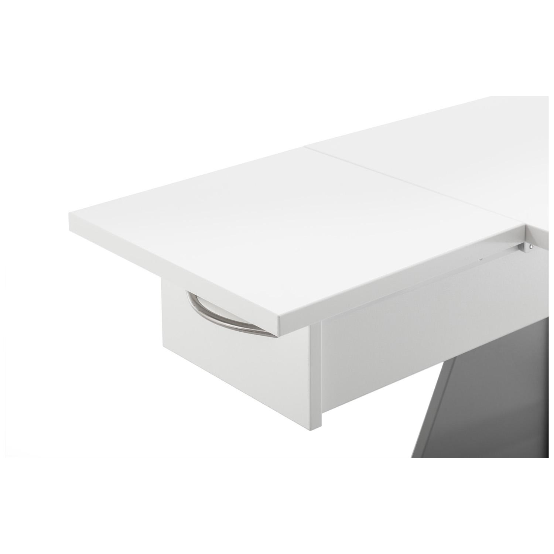 Die Quilt-Platte wird auf der ausgezogenen Schublade fixiert und dient als zusätzliche Arbeitsfläche.