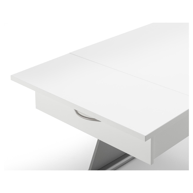 Die Quilt-Platte wird auf der ausgezogenen Schublade fixiert und dient als zusätzliche Auflagefäche.