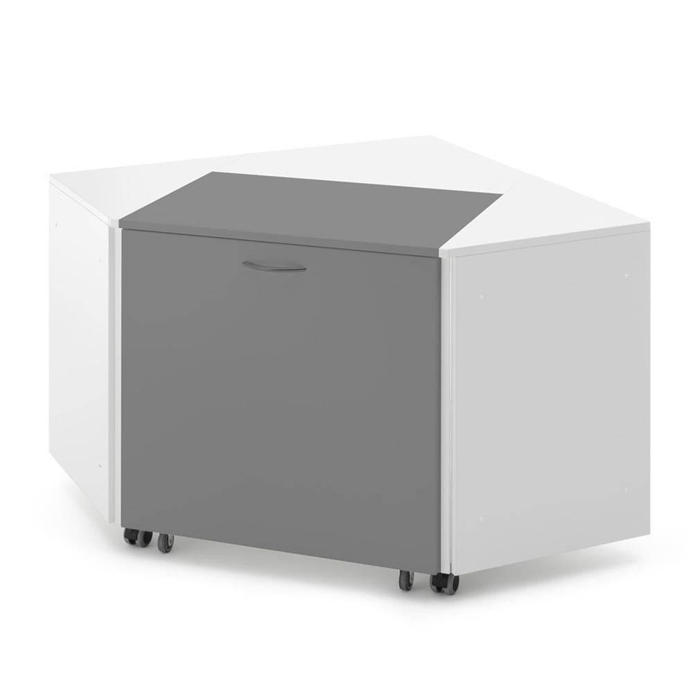 Hier ein weißes Eckelement Corner 45° mit einem Möbelstück in Grau.