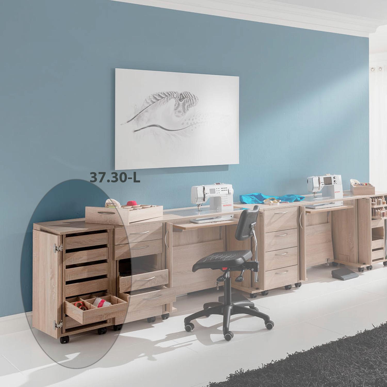 Die Möbelkombination Belgrad ist ein großer Näharbeitsplatz mit zwei Nähmöbeln und insgesamt drei Zubehörcontainern.