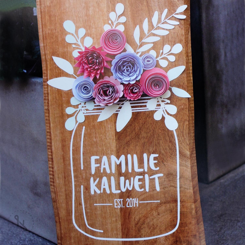 Auch ein schönes Türschild mit Papierblumen in 3D-Optik lässt sich mit dem Plotter zaubern.