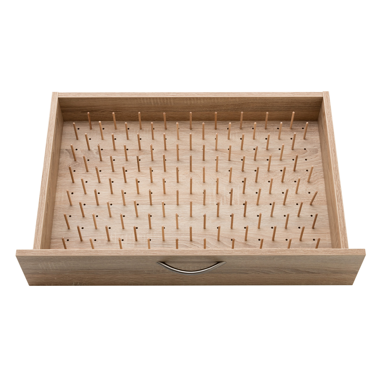 Der zusätzliche PIN-Boden gibt weiteren Platz für 114 Garne pro Schublade.