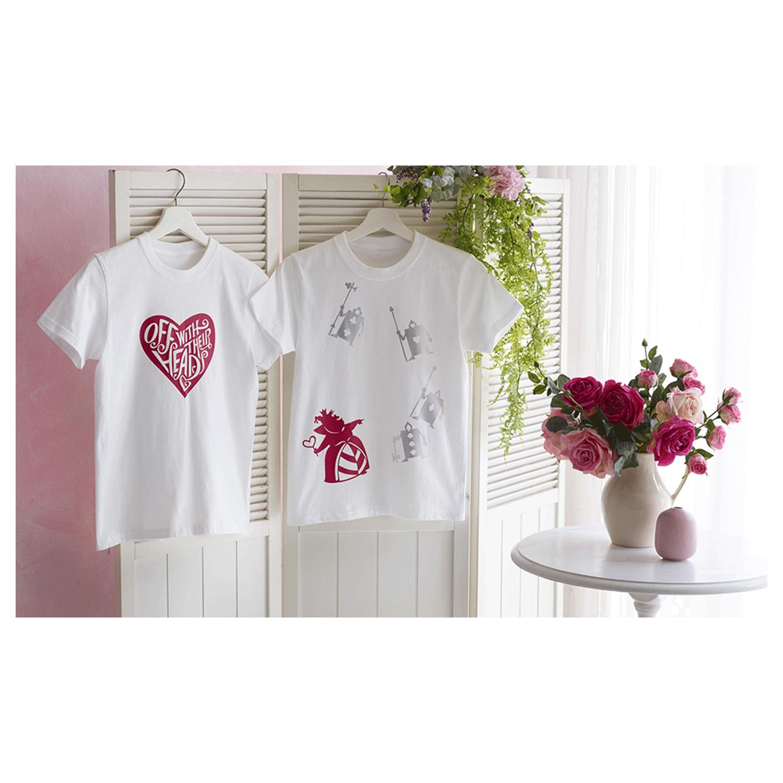 Ein einfaches weißes T-shirt kann hier individuell gestaltet werden.