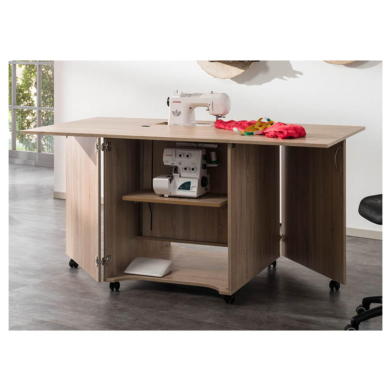 Hier wird der Arbeitstisch CRAFT mit zwei Maschinen benutzt. Die passende Freiarmeinlage für die Nähmaschine ist in der gleichen Holz-Dekornachbildung wie das Möbel.