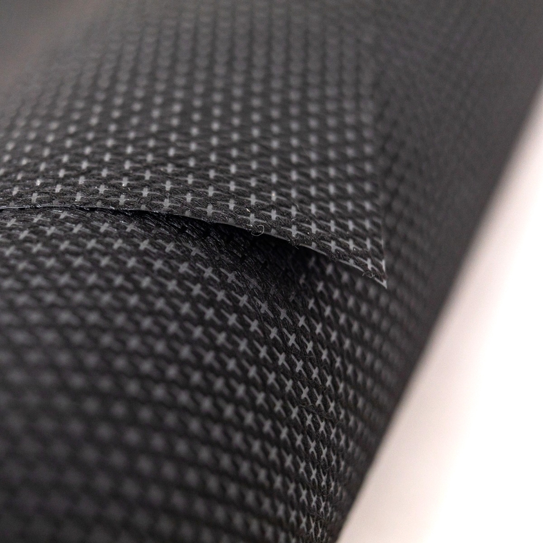 Das abschneidbare Vlies hat eine dauerhafte und hohe Stabilität beim Sticken und ist zudem weich auf der Haut.