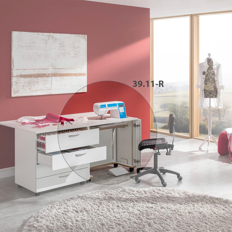 Die Kombination Oslo in Kristallweiß Perl besteht aus dem Nähmöbel 39.11R und dem Schubladencontainer 39.20.